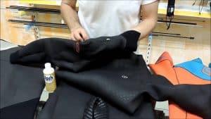 limpiar un traje de buceo para hombre