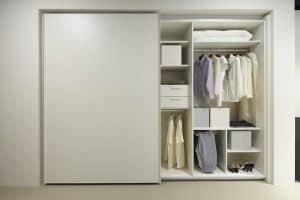 armario con puerta corredera grande
