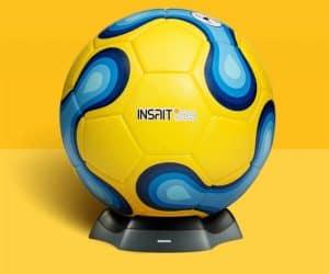 balón de fútbol amarillo