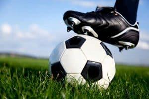 balón de fútbol blanco y negro