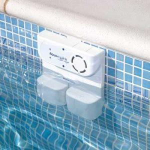 alarma de piscina en la pared