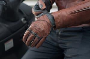 guantes para moto marrones