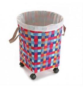 cesta de la ropa de colores con ruedas