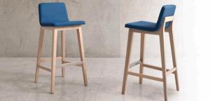 dos sillas altas