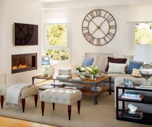 reloj de pared grande en el salón