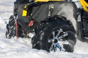 quad en la nieve