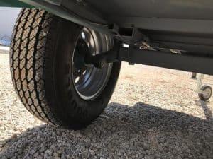 rueda de un remolque para coche