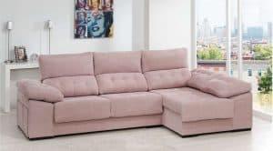 sofá con chaise longue en una estancia