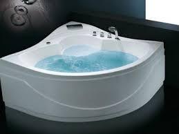 bañera de ángulo llena
