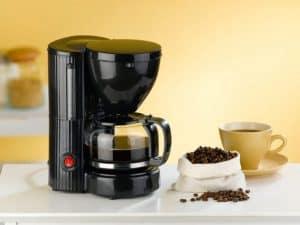 cafetera de filtro en la cocina