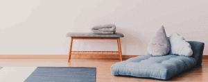 futón y mesa baja