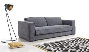 sofá cama en espacio minimalista