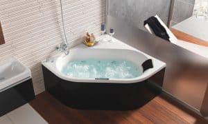 bañera de ángulo blanca y negra