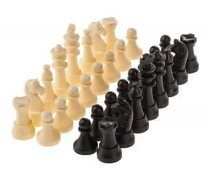 figuras blancas y negras del ajedrez