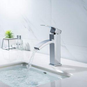 grifo de cascada en un baño
