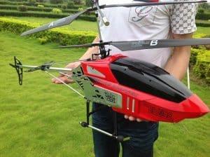 helicóptero teledirigido grande
