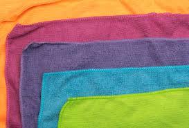 varias toalla de microfibras de colores