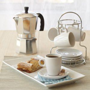 varias tazas de café y cafetera italiana