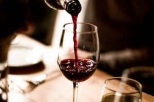 botella de vino y copa de vino
