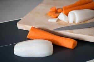 tabla de cortar con verduras