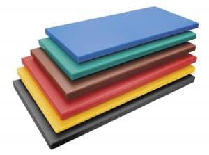 varias tablas de cortar de colores