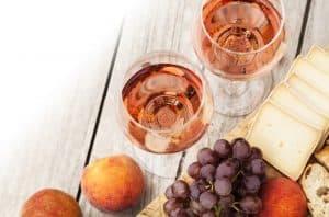 dos copas de vino rosado