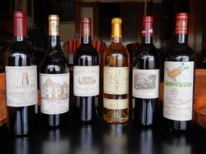 varias botellas de vino de Burdeos