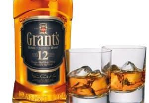 vaso para whisky con hielo