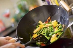 cocinar con un wok