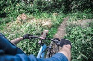 soporte de móvil para bici en la montaña
