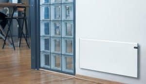 radiador eléctrico de pared en una casa
