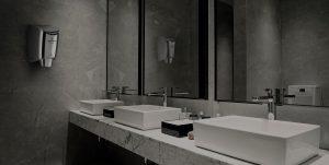 secamanos en el baño con fregaderos