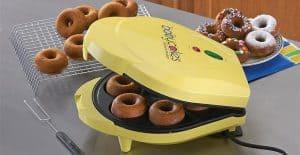 máquina de donuts amarilla