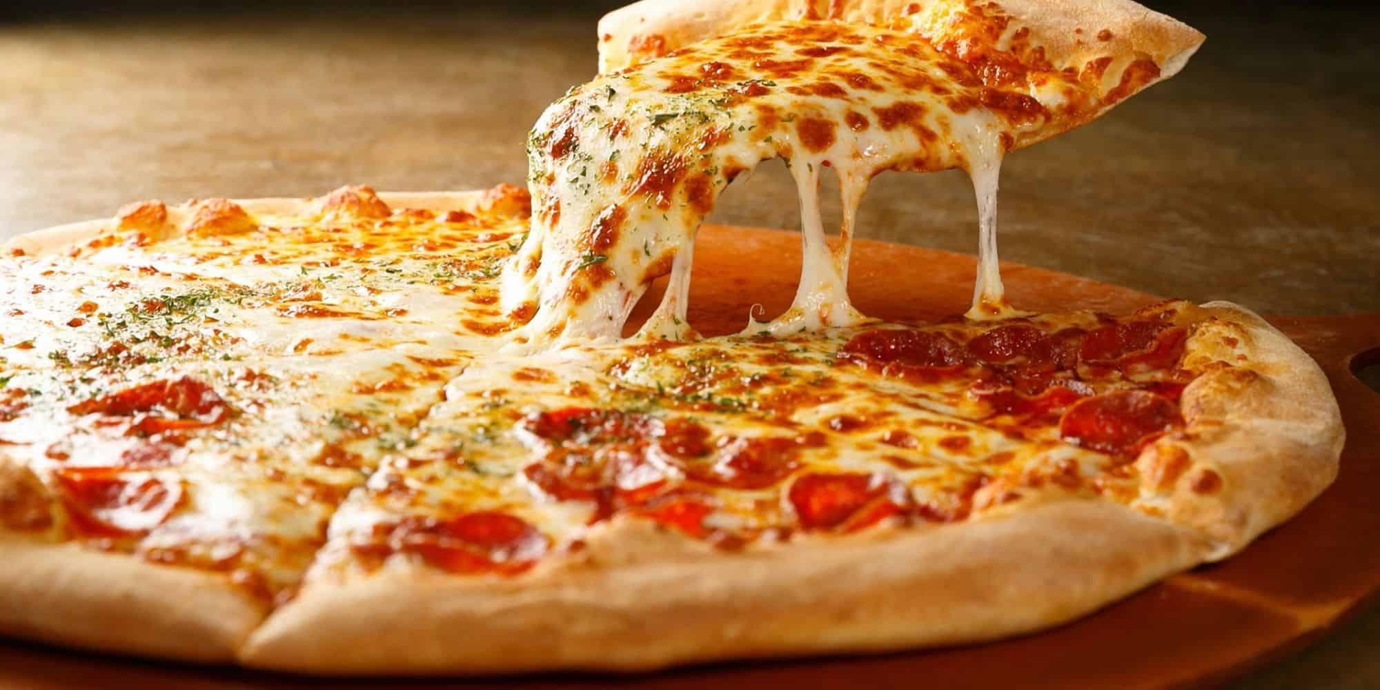 pizza recién hecha