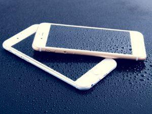 teléfonos móviles salpicados