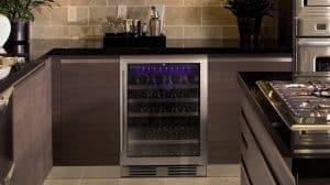 vinoteca eléctrica en la cocina