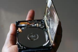 disco duro SSD abierto