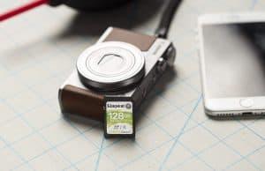 tarjeta de memoria con cámara y teléfono
