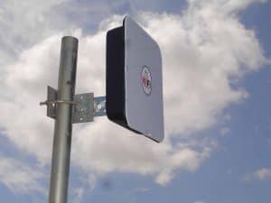 Antena wifi de largo alcance en la calle