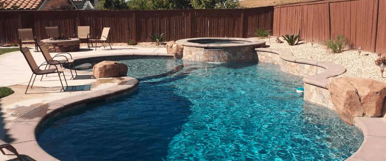 piscina con bomba de agua