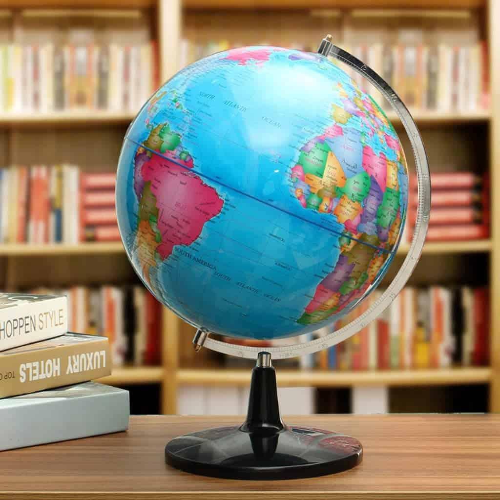 globo terráqueo en una biblioteca