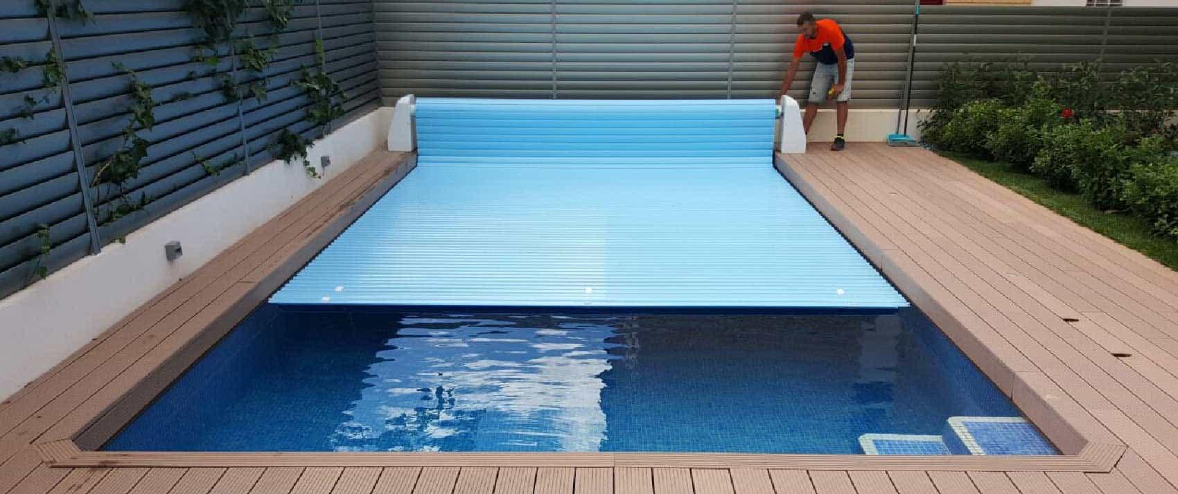 lona para piscina abriéndoselas