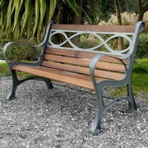 banco de jardín de madera y hierro
