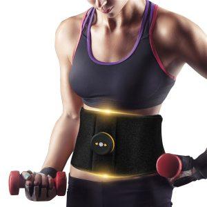 chica haciendo ejercicio con un cinturón de adelgazamiento