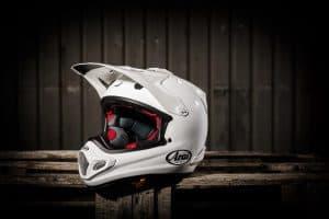 casco de motocross blanco