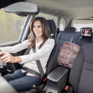 espejo retrovisor para bebé instalado en el coche