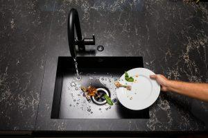 pila de cocina con trituradora de fregadero